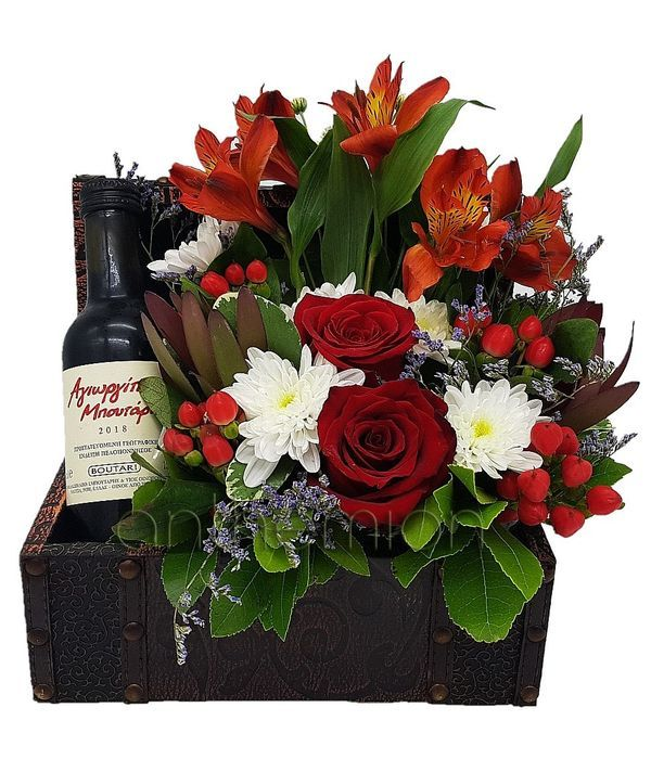 Μπαουλάκι ξύλινο με κρασί και λουλούδια