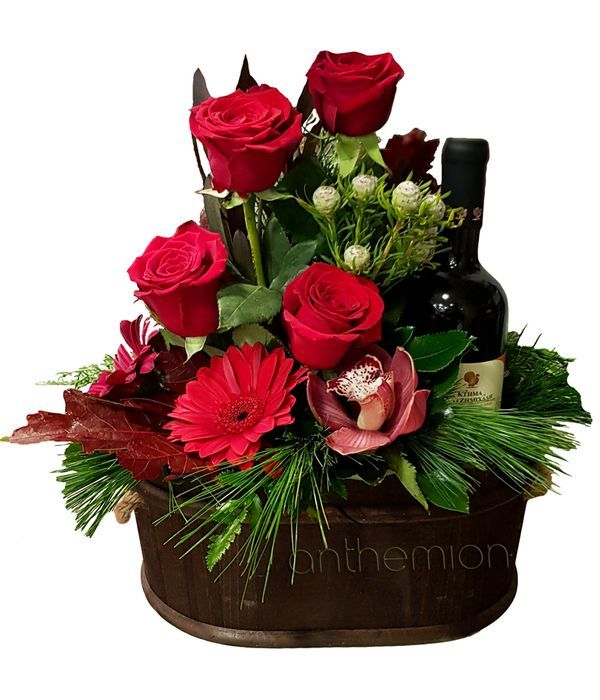 Ξύλινο οβάλ κουτί με κρασί και λουλούδια