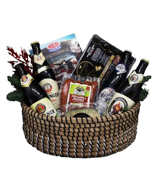 Knitted basket with gourmet dishes and beers