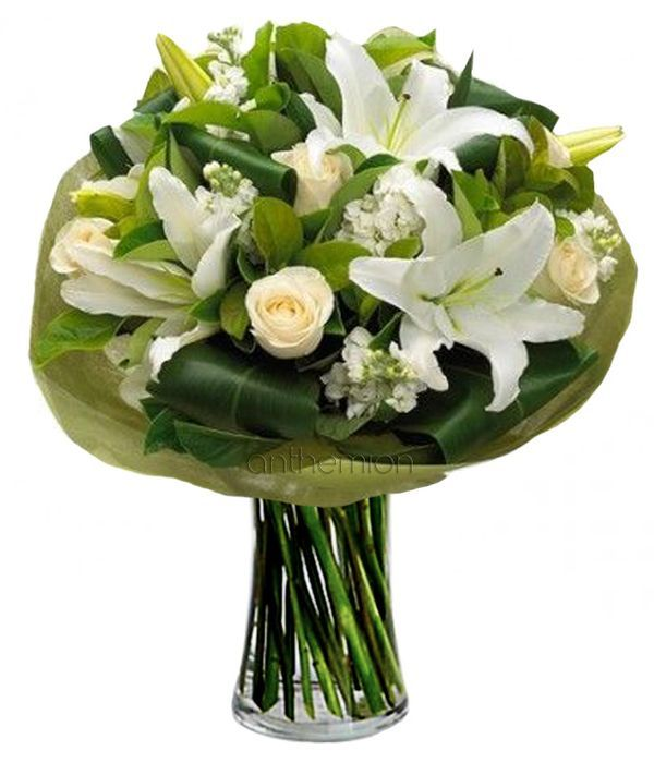 White lilies and white roses
