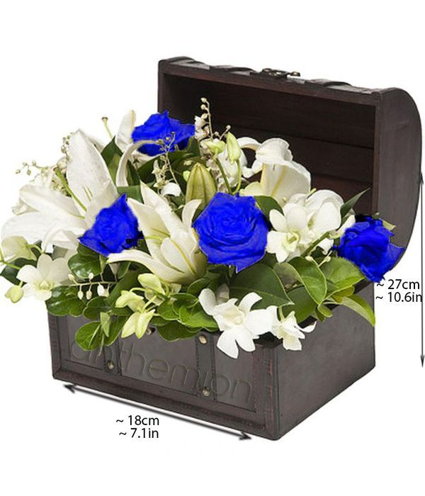 Wooden chest with flowers in white and blue