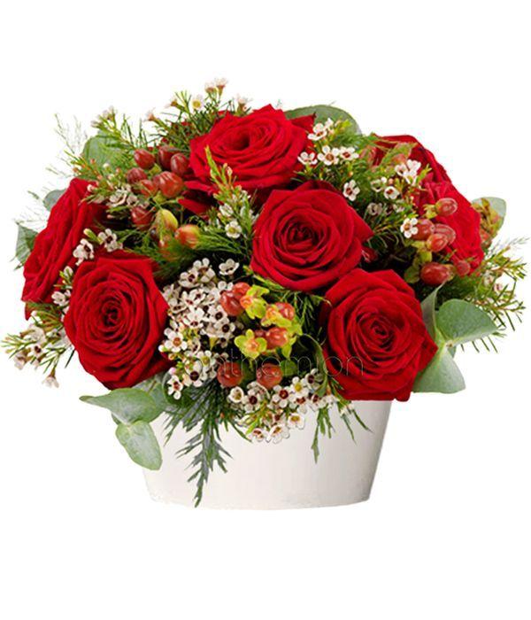 Κόκκινα τριαντάφυλλα σε κεραμικό κασπώ