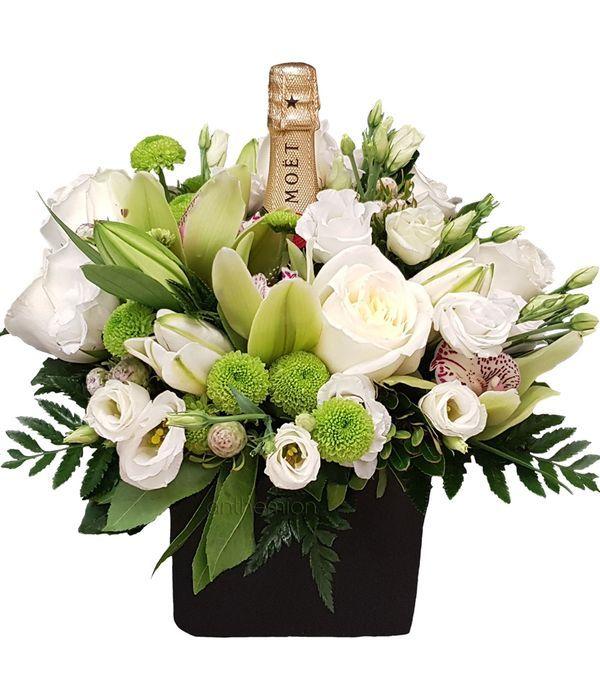 Κεραμικός κύβος με σαμπάνια MOET και λευκά λουλούδια