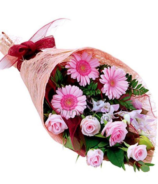 Seasonal Bouquet in pink-fuchsia shades