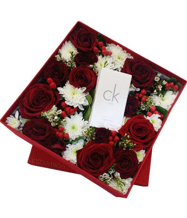 Κουτί με χρυσάνθεμα, τριαντάφυλλα και άρωμα Calvin Klein CK one 50 ml