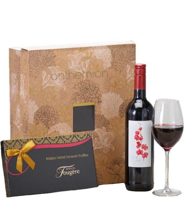 Σετ δώρου με σοκολατάκια και κρασί