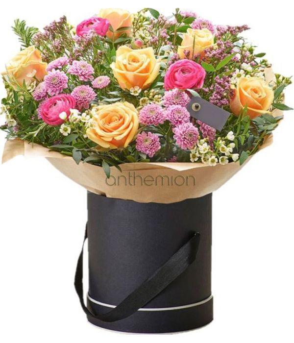 Πορτοκαλί και ροζ λουλούδια σε κουτί