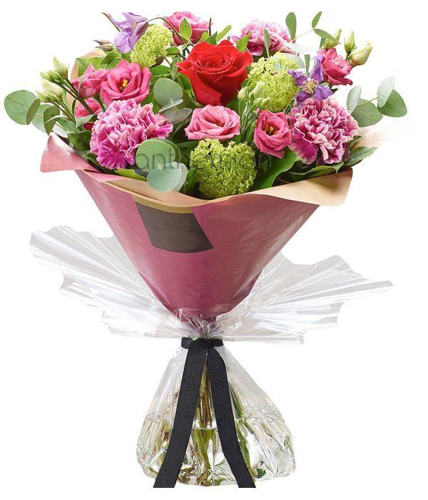 Μπουκέτο με ροζ και πράσινα λουλούδια
