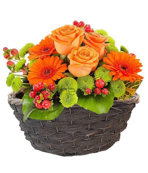 Καλάθι με πορτοκαλί λουλούδια
