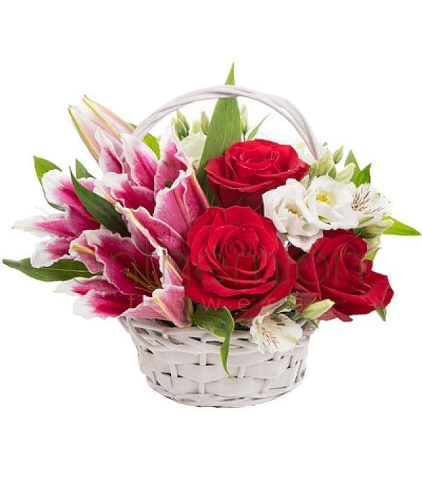 Καλάθι με κομψά λουλούδια