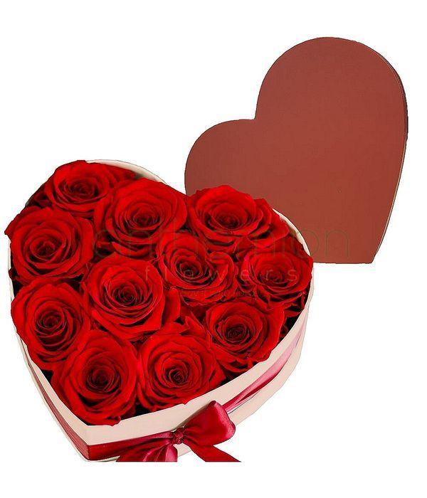 Κουτί σε σχήμα καρδιάς με τριαντάφυλλα
