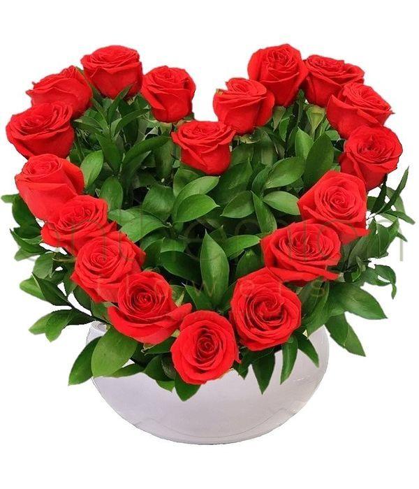 Καρδιά αγάπης με τριαντάφυλλα