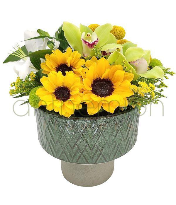 Κεραμική βάση με λουλούδια σε καλοκαιρινά χρώματα