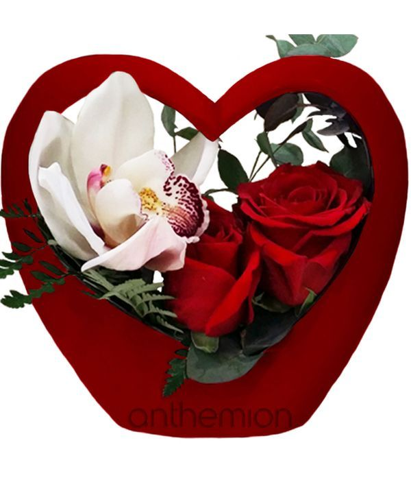 Καρδιά με τριαντάφυλλα και ορχιδέα σιμπίντιουμ