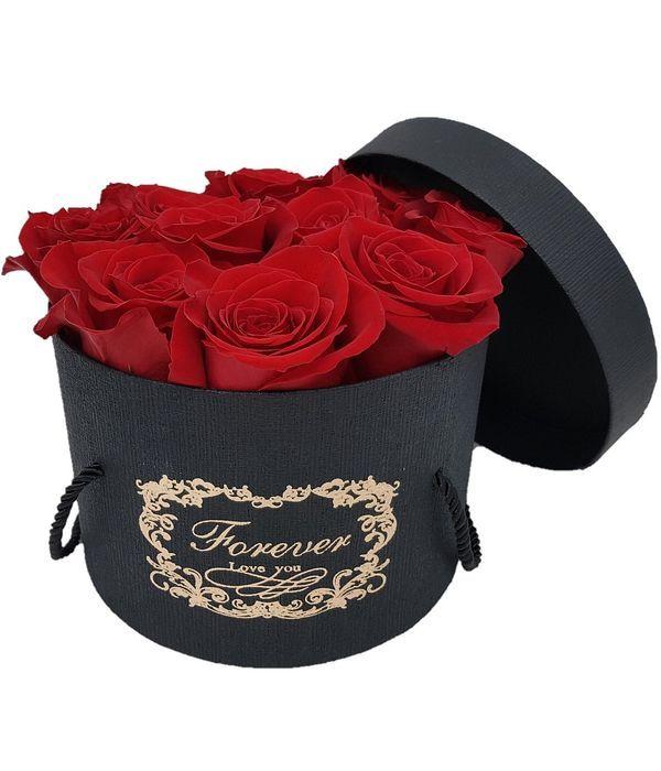 Κλασικά κόκκινα τριαντάφυλλα σε μαύρο κουτί