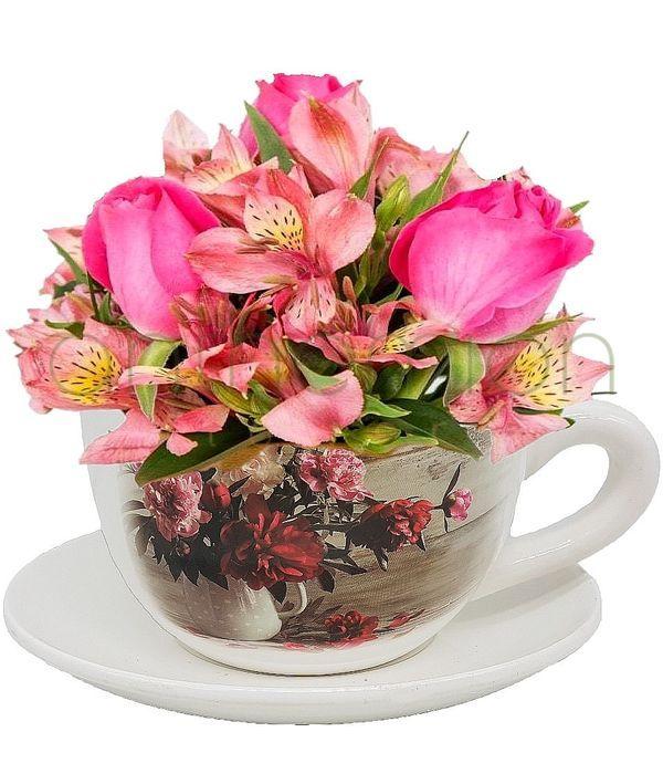 Κεραμική κούπα με ροζ τριαντάφυλλα και αλστρομέριες