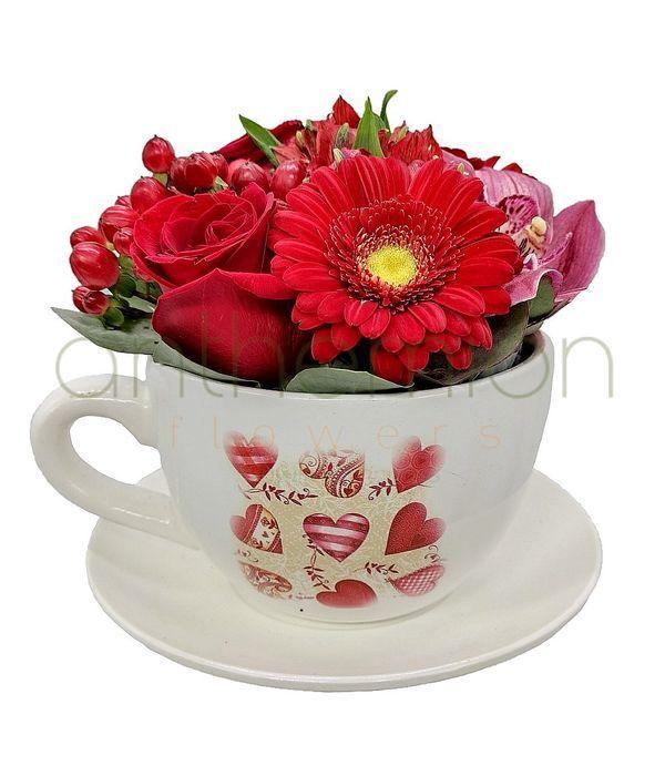 Φλιτζάνι με λουλούδια για ερωτευμένους