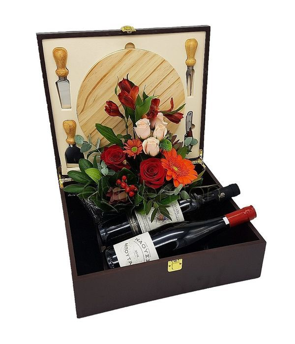 Τυριέρα με λουλούδια και κρασιά