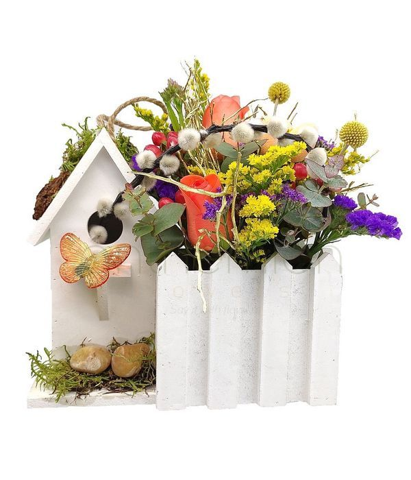 Σπιτάκι με πολύχρωμα λουλούδια