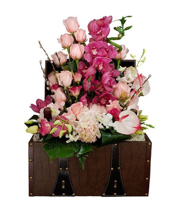 Δερμάτινο μπαουλάκι με 4 κρασιά και λουλούδια