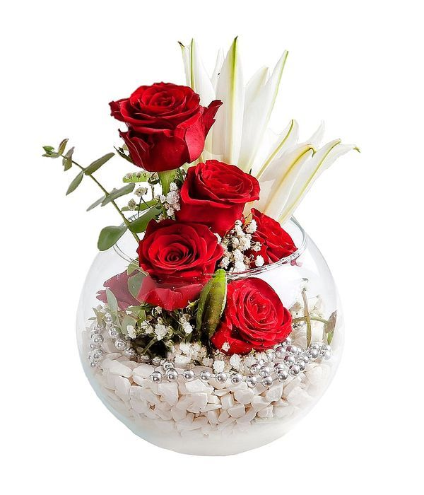 Roses and lilies in glass fishbowl