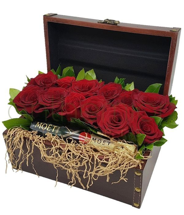 Chest with red roses and a Moet