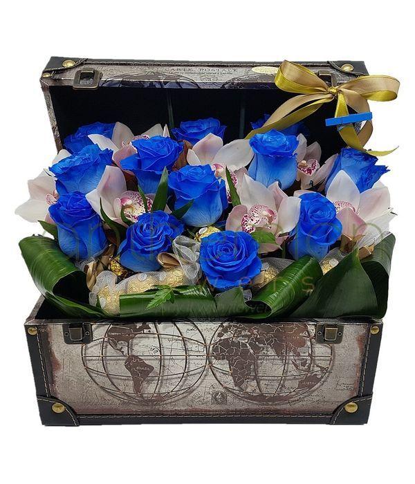 Μπαουλάκι με ορχιδέες,τριαντάφυλλα και σοκολατάκια
