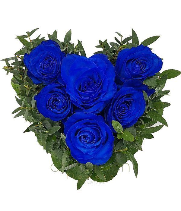 Ερωτευμένη καρδιά με μπλε τριαντάφυλλα