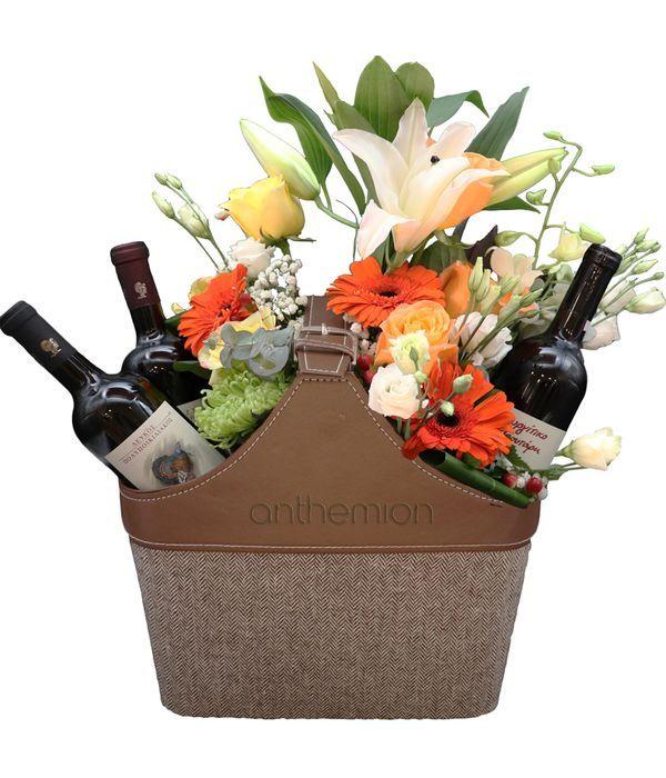 Εφημεριδοθήκη με τρία κρασιά και λουλούδια εποχής