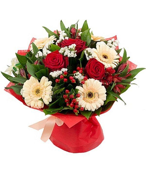 Μπουκέτο με σομόν/κρεμ και κόκκινα λουλούδια