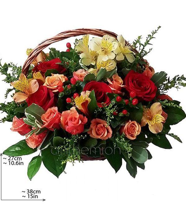 Καλάθι με λουλούδια σε κόκκινο και πορτοκαλί