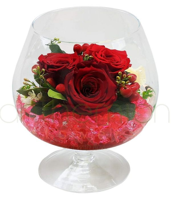 Τριαντάφυλλα σε ποτήρι του κονιάκ