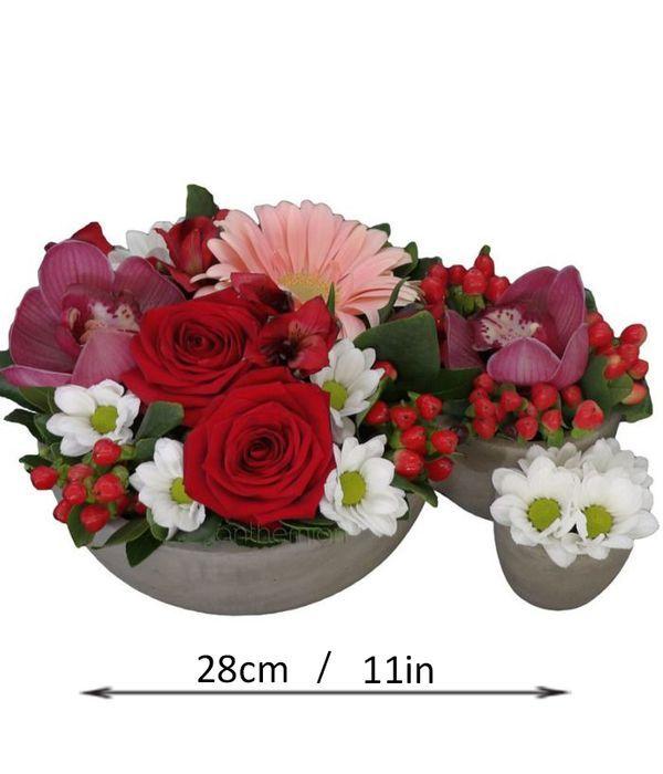 Τριαντάφυλλα και ορχιδέες σε τριπλή βάση