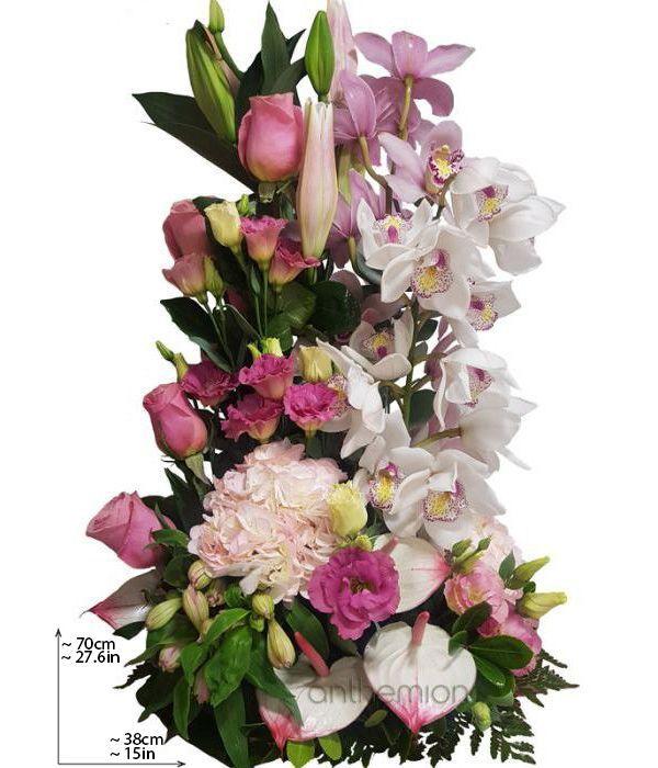 Ορτανσίες, Τριαντάφυλλα και Ορχιδέες σε ψηλή κατασκευή