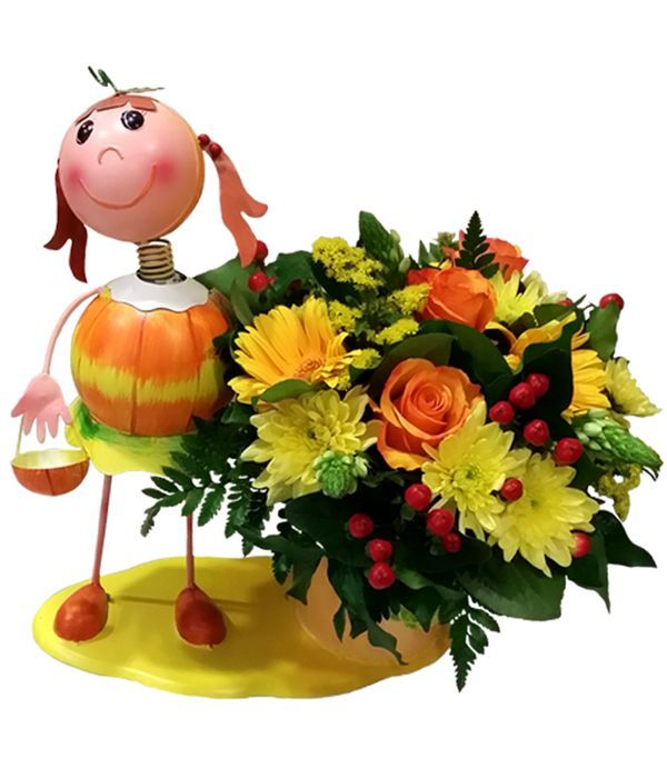 Metallic figure shaped with fresh flowers