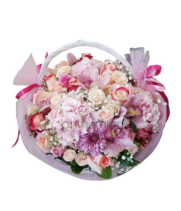 Ροζ σύνθεση σε καλάθι