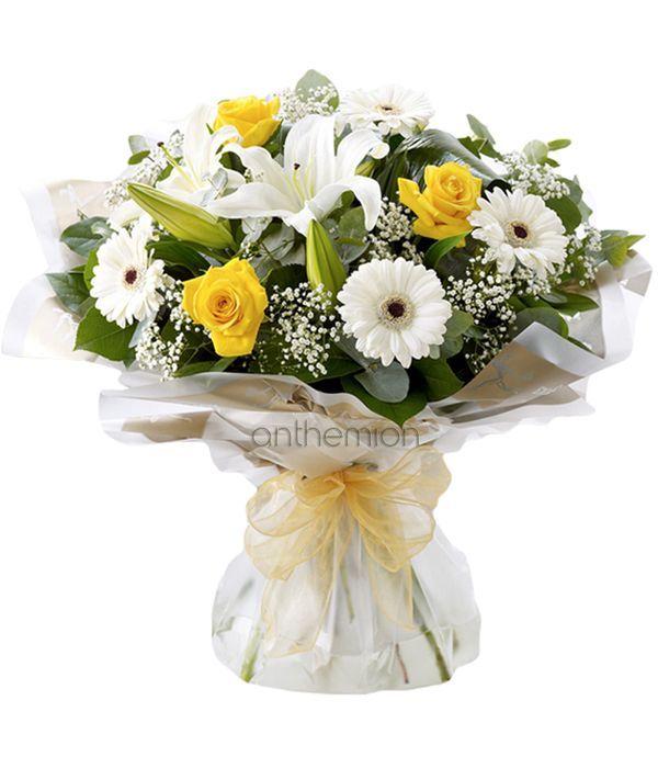 Μπουκέτο με λευκά οριεντάλ, ζέρμπερες και τριαντάφυλλα