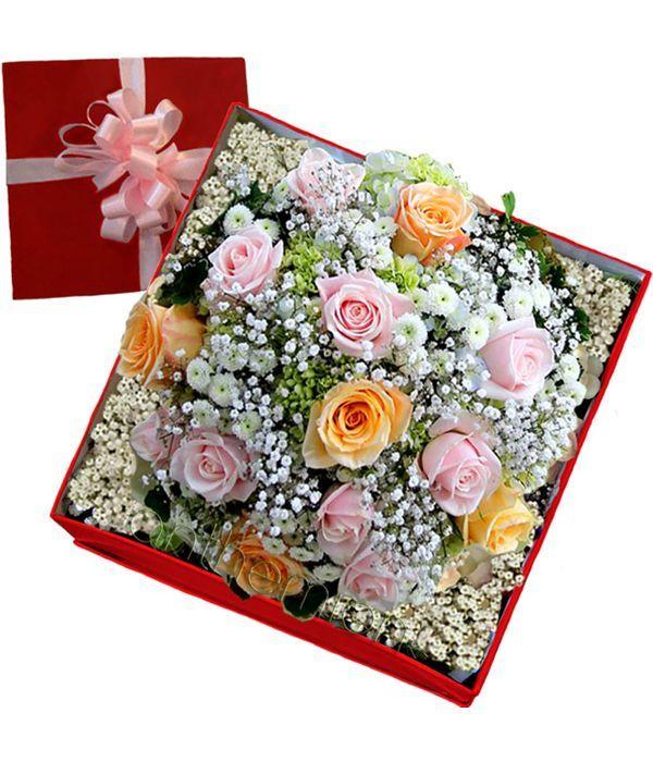 Τριαντάφυλλα σε βελούδινο κουτί δώρου