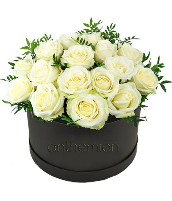 Σύνθεση με λευκά τριαντάφυλλα