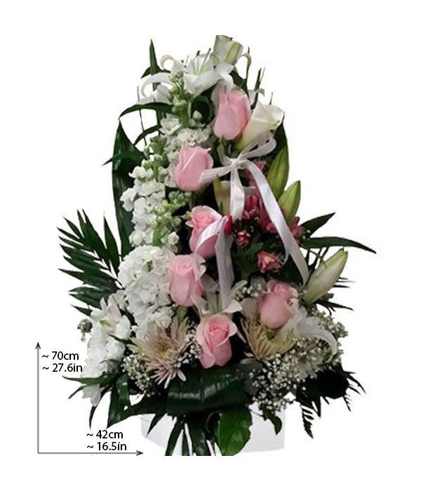 Λευκή και ροζ ψηλή σύνθεση