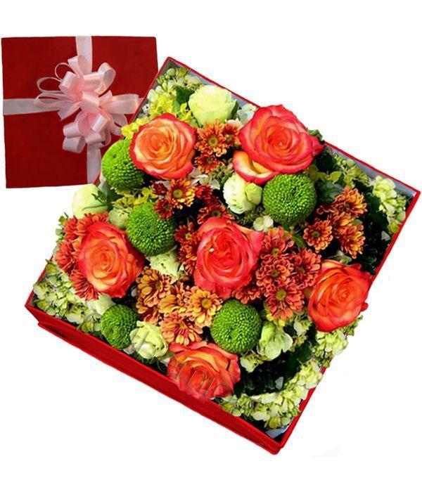 Πανέμορφα λουλούδια σε κουτί