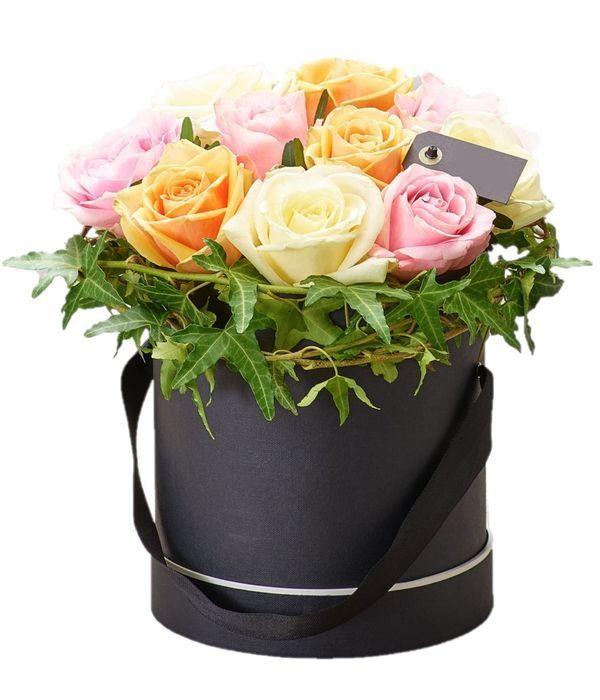 Πανέμορφα τριαντάφυλλα σε κουτί δώρου
