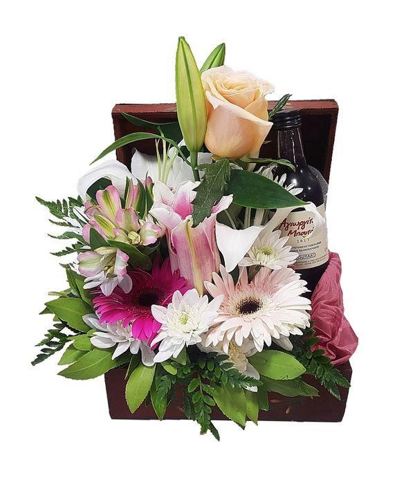 Μπαουλάκι με λουλούδια και κρασί κόκκινο