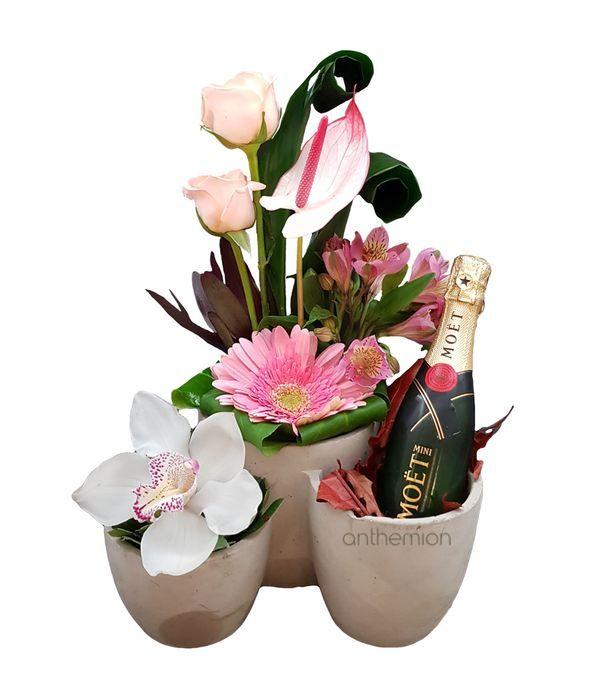 Τριπλή βάση με λουλούδια και μικρή σαμπάνια MOET