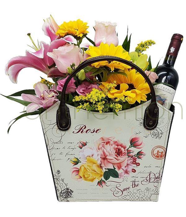 Δερμάτινη τσάντα με λουλούδια και κρασί
